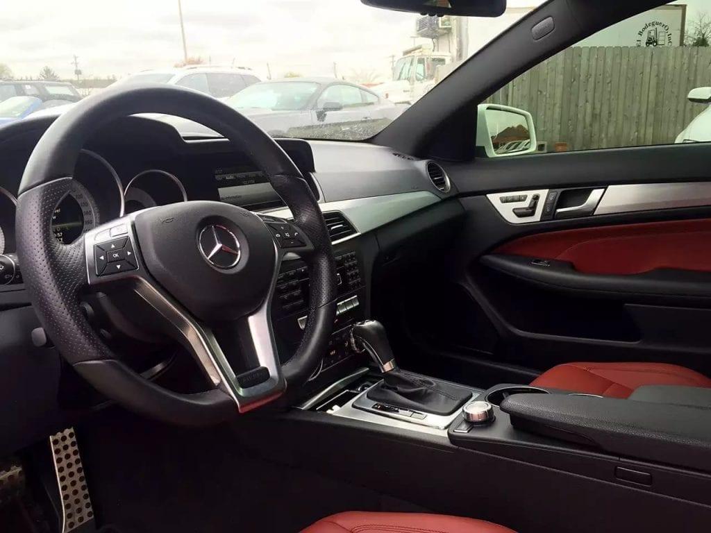 美国二手车 白外红内大天窗,2013 Mercedes C250 里程41k,价格2w出头。