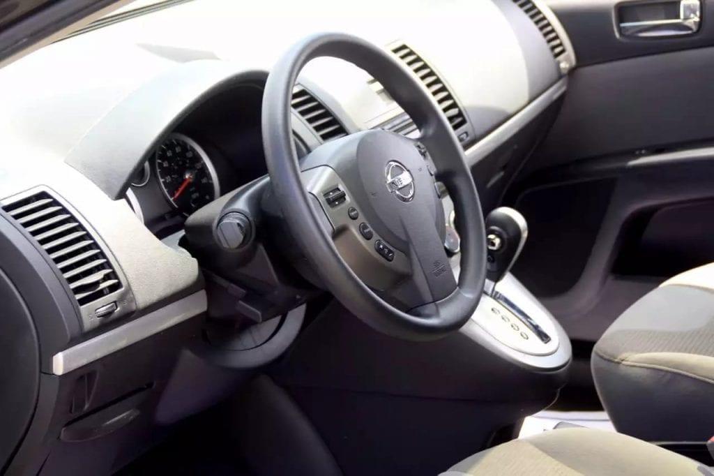 x-trail 2.0二手车 2010 Nissan Sentra SR!里程:64k,cvt变速箱 2.0L发动机,无限省油,天窗/aux/金属轮毂,价格:9xxx