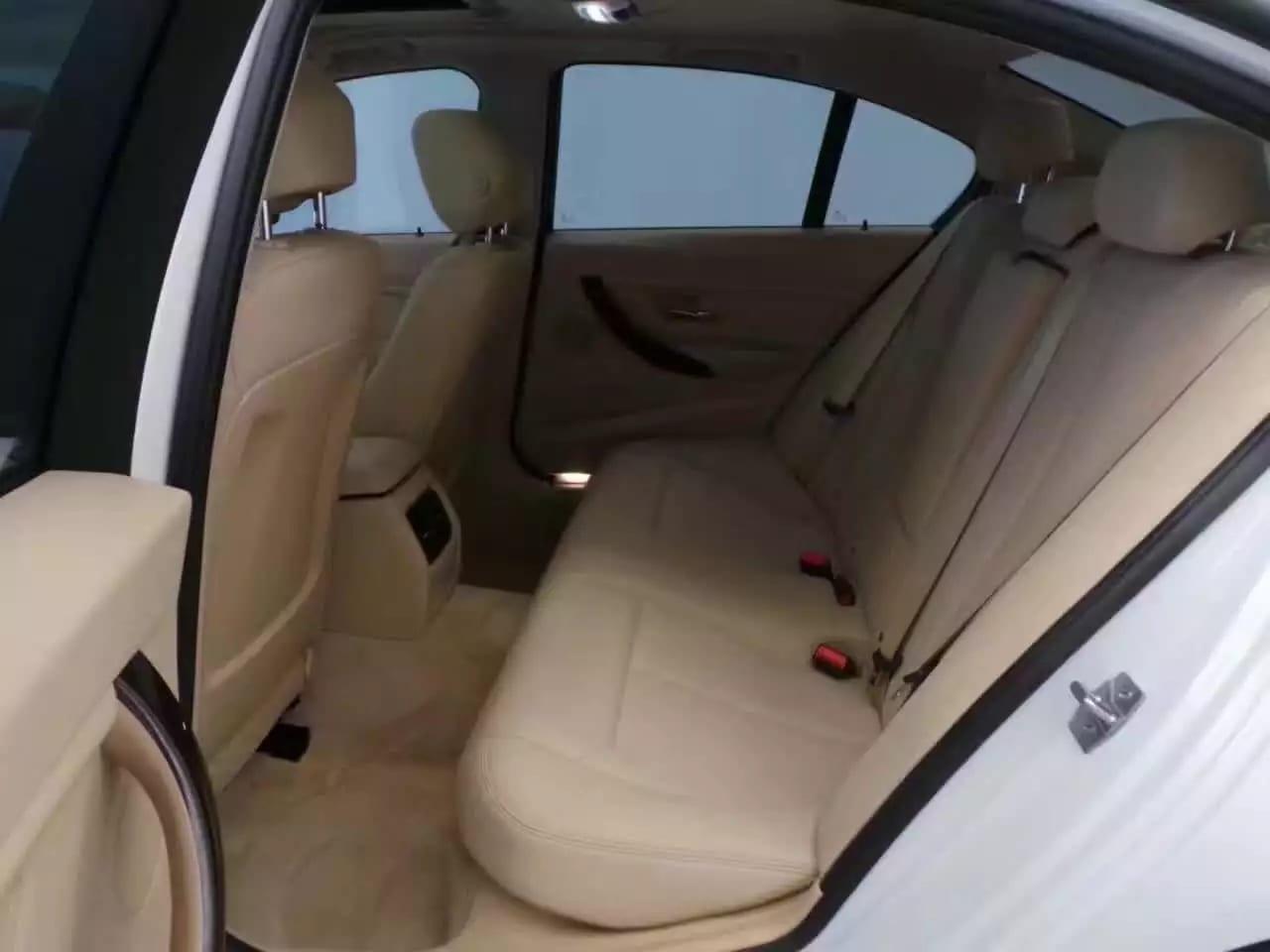 二手车拍卖 2013宝马320i xdrive,经典配色,超值入门德系。