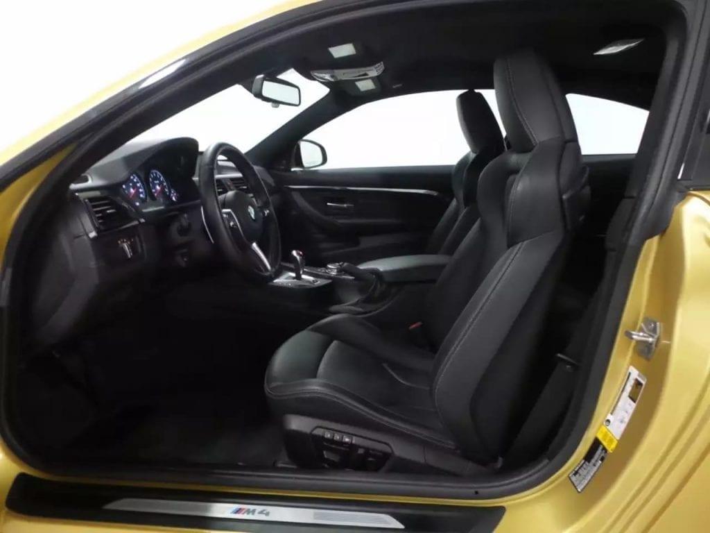 二手车契约 2015 金色M4,价格5打头。这个价格,无需多言。