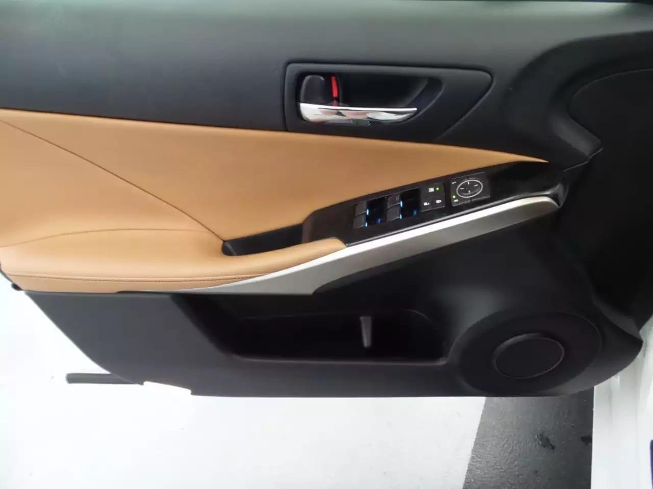 2014 lexus IS250 AWD,lurxury版,白外内棕,导航倒车蓝牙aux拨片全有。里程:31k