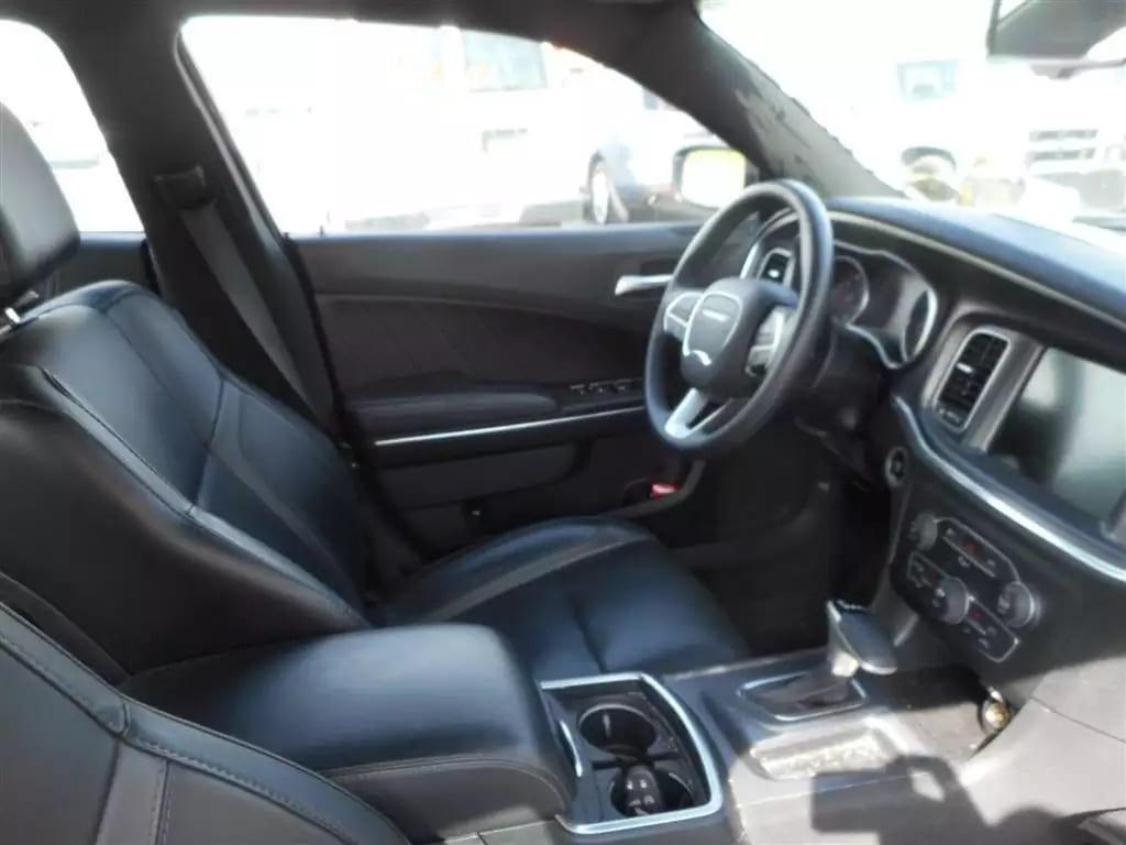 2015 道奇 Charger,就是传说中的肌肉车哦,新款造型上大大改进了,动力也有稳定提升,这台是SXT版的高配,里程:16k,皮座椅大屏幕,绝对有开警车的感觉