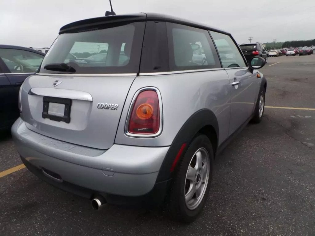 二手车讯中古车 2010 Mini cooper,里程:71k,无事故车况良好,小宝马的舒适度还是很有保障的。价格1w左右
