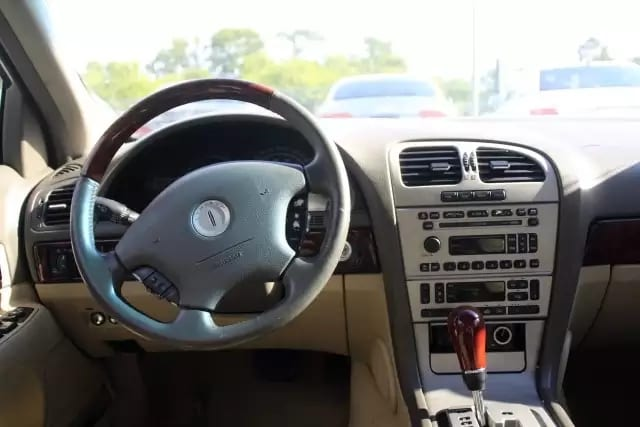 大佬的车:2005 林肯,v8发动机,配置豪华,皮座/天窗/桃木。里程:78k。5xxx