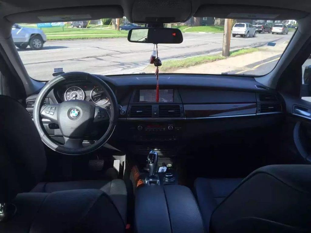 豪华高配suv,2011 BMW X5,里程:39k,全景天窗,上帝之眼,毕业季最后一波车,还不快抢?车友会全线降价:26xxx,私人车,你懂的。