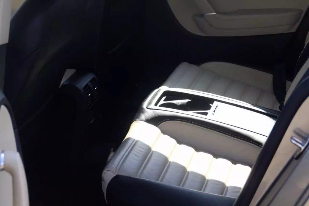 2010 Volkswagen CC,luxury Edition,配置有:全皮运动座椅,天窗,轮毂,前后倒车雷达
