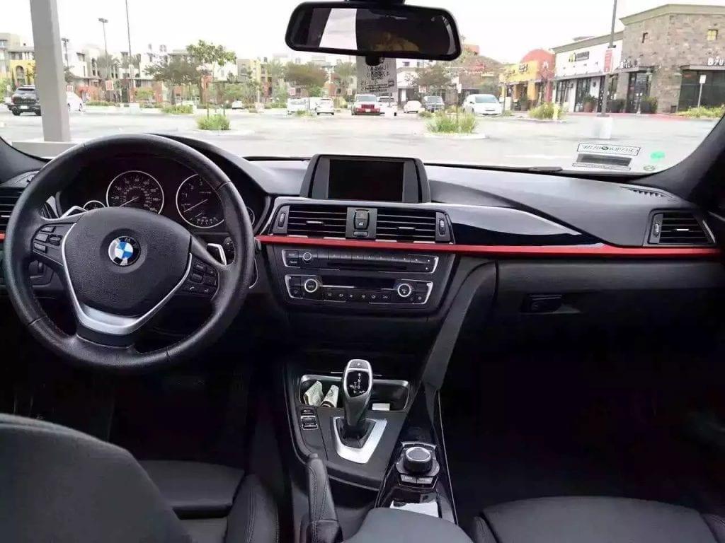 截至晚上12点 BMW 328i-Sport 年份 :2012。里程:46000 颜色 : 白色 价格:21XXX 包邮 免税。