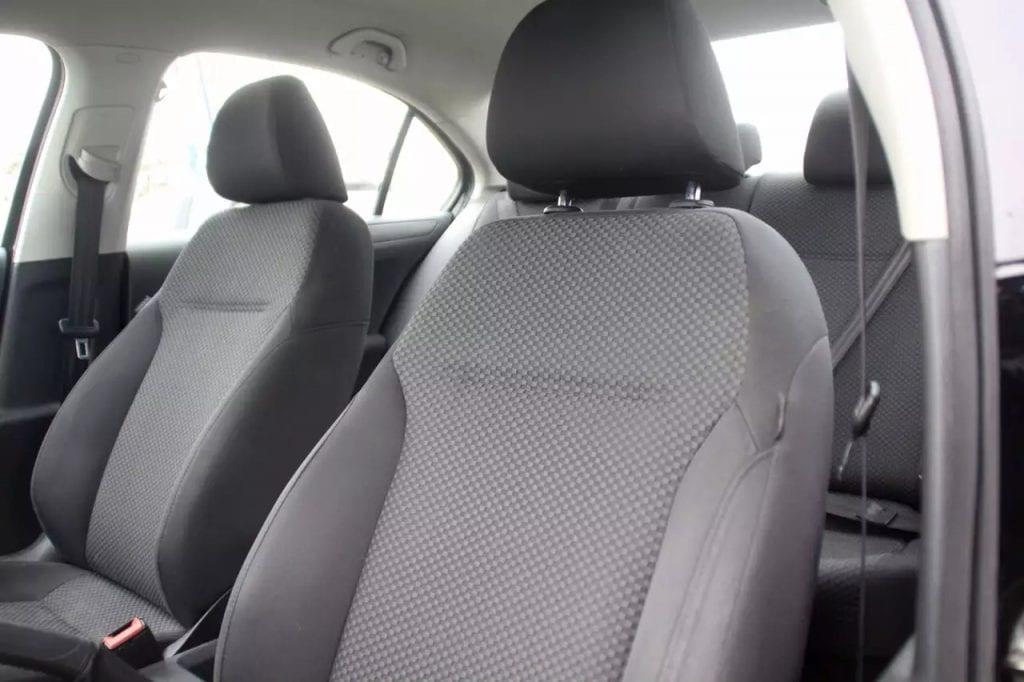 2011 大众jetta(国内速腾),里程:74k,新款配置新款外形,能通过aux连接手机,并有运动S模式和普通模式,比普通代步车配置更高档。