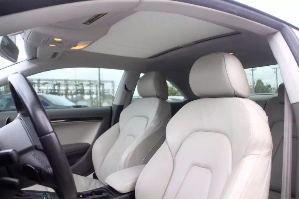 再来鉴赏一下剪刀脚!2010 Audi A5 premium plus,里程:50k。价格:19900。