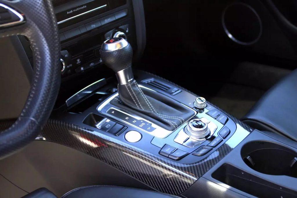 2013 Audi RS5,4.2L 新车更是达到8w4的水准。sports排气,价格5打头,准新车:1wmiles。