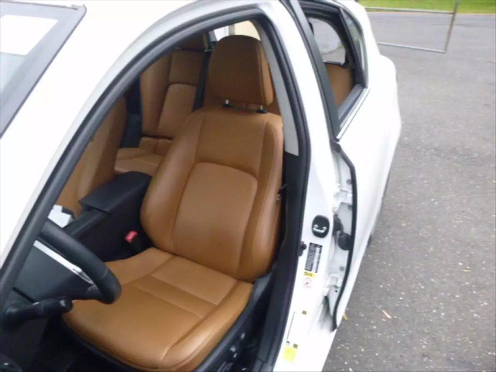 2013 CT200,超级省油的小车,里程:29k,操控感特别强。价格不到2w,预购从速。