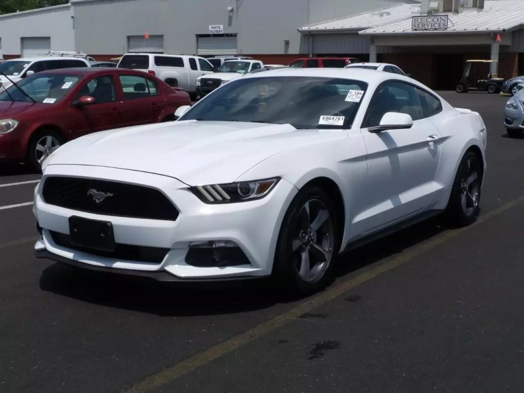 2015 Mustang V6,自动挡,21kmiles,价格2xxx。